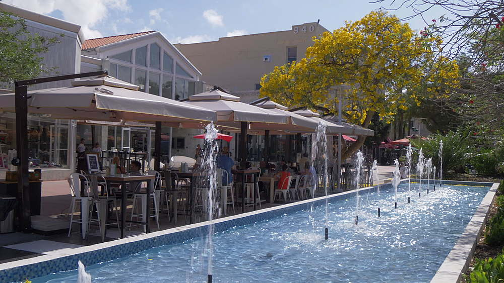Fountain and cafe on Lincoln Road Mall, Miami Beach, South Beach, Miami, Florida, United States of America, North America