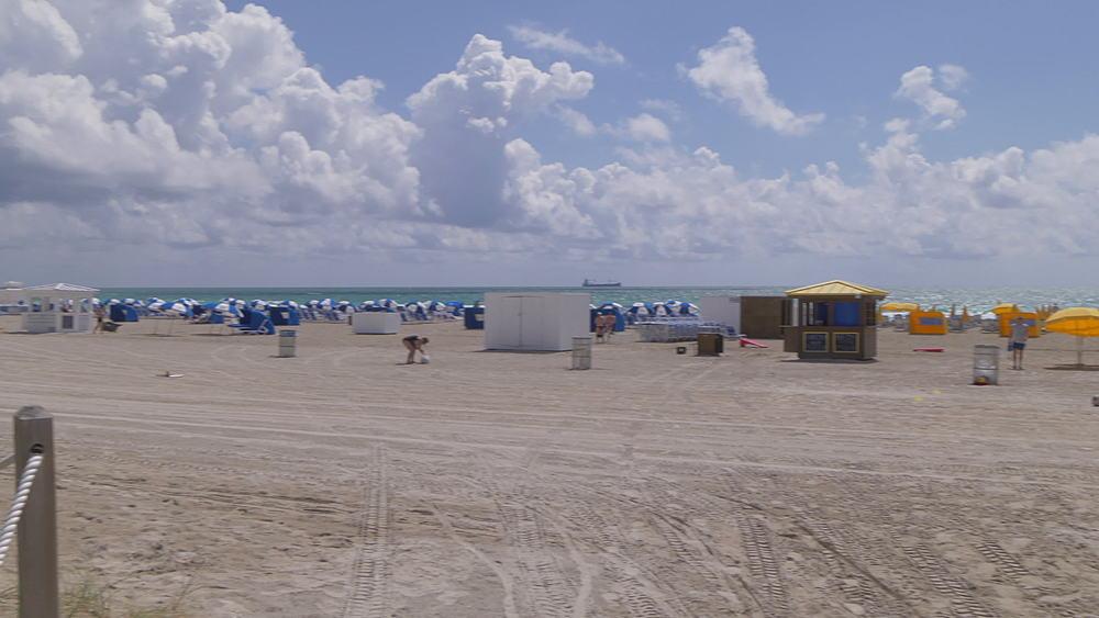 Hotels to beach pan on Miami Beach, South Beach, Miami, Florida, United States of America, North America