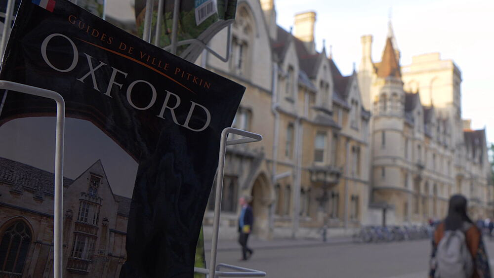 News and book stand on Broad Street, Oxford, Oxfordshire, England, United Kingdom, Europe - 844-14298