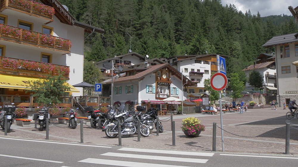View of cafes and bars along main road in Canazei, Fassa Valley, Province of Trento, South Tyrol, Italian Dolomites, Italy, Europe