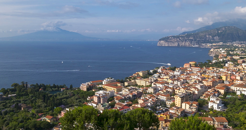 Vesuvio (Vesuvius) and Tyrrhenian Sea from above Sorrento, Amalfi Coast, Campania, Italy, Europe