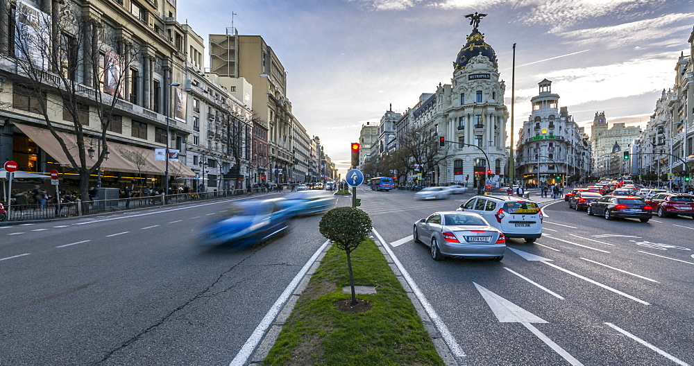 Time lapse of traffic near Edificio Metropolis, Calle de Alcala, Madrid, Spain, Europe