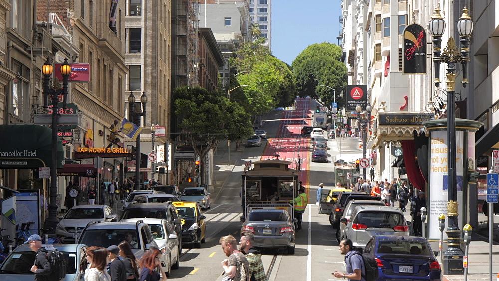 Powell Street Cable Car leaving Union Square, San Francisco, California, United States of America, North America