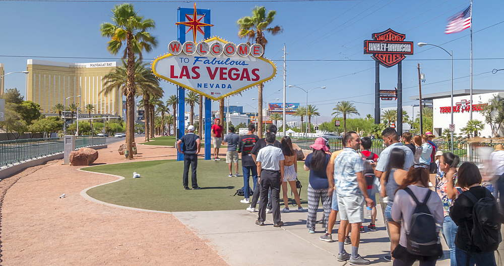 Time lapse of people at ?Welcome to Fabulous Las Vegas? sign, Las Vegas, Nevada, USA, North America - 844-18084