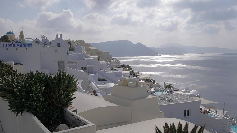 Roaming shot of white washed village of Oia, Santorini, Cyclades, Greek Islands, Greece, Europe