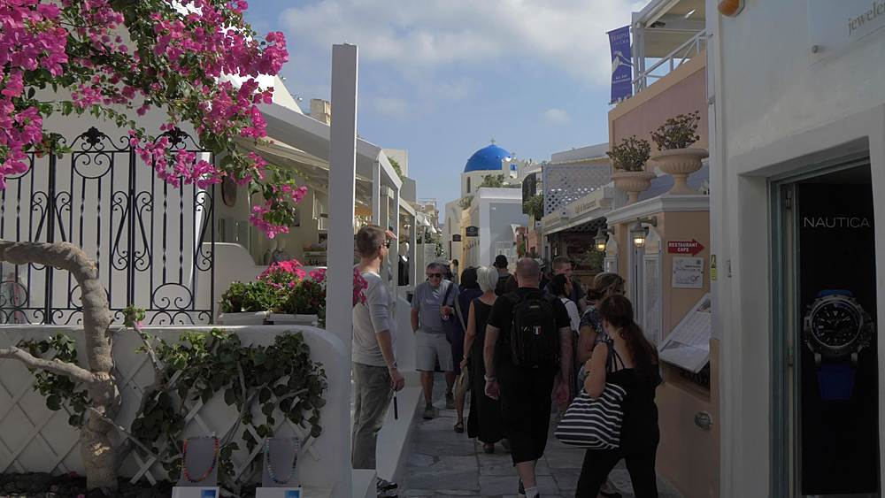 Slider shot of busy street in Oia, Santorini, Cyclades, Greek Islands, Greece, Europe