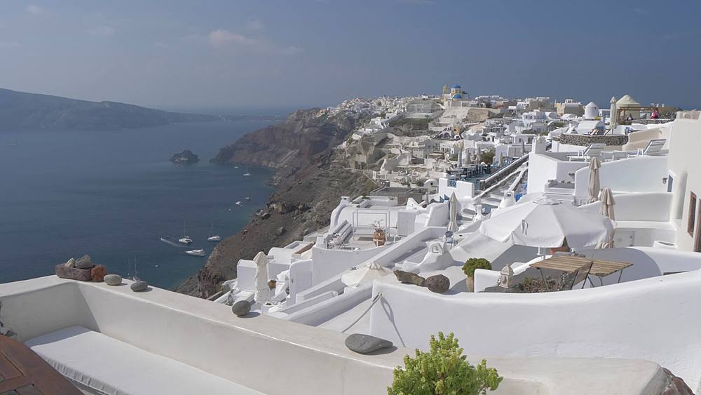 Slider shot of white washed houses and Med Sea in village of Oia, Santorini, Cyclades, Greek Islands, Greece, Europe