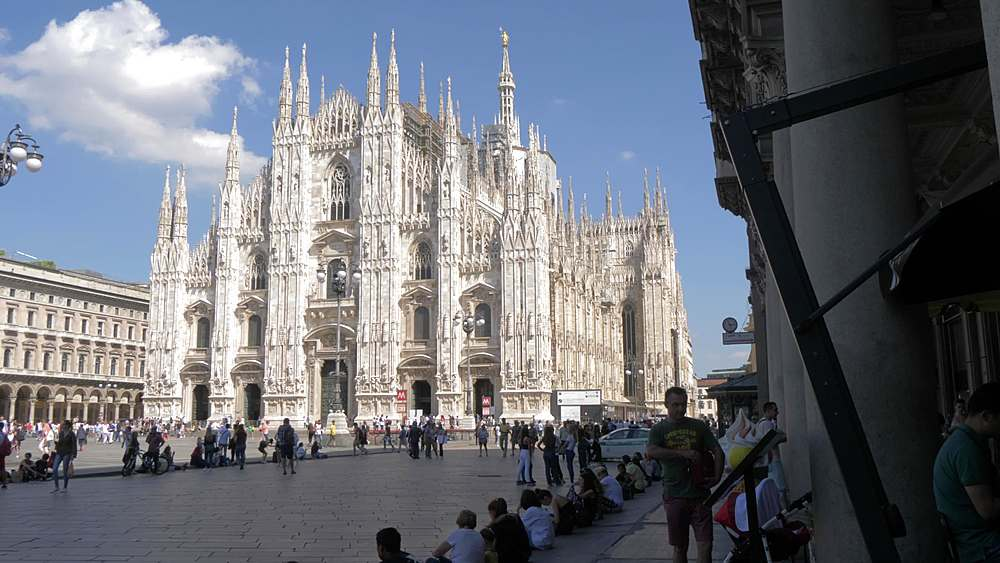 Slider shot of the Duomo from pillars of Piazza del Duomo, Milan, Lombardy, Italy, Europe - 844-18604