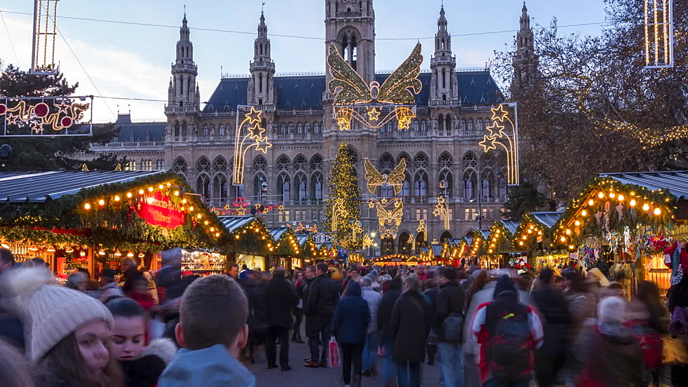 Time Lapse of Christmas lights and people in Graben at Christmas, Vienna, Austria, Europe
