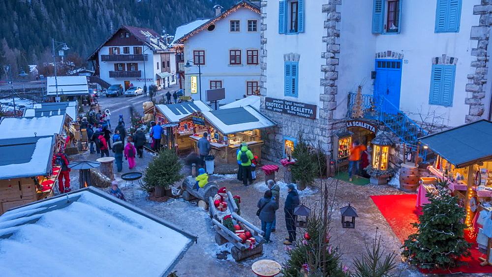 People at Christmas Market in Campitello di Fassa, Province of Trento, Trentino-Alto Adige/Sudtirol, Italian Dolomites, Italy, Europe