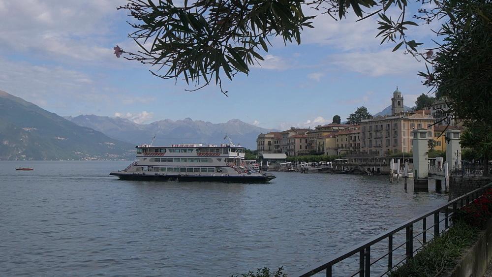 Boat approaching Bellagio, Lake Como, Lombardy, Italian Lakes, Italy, Europe