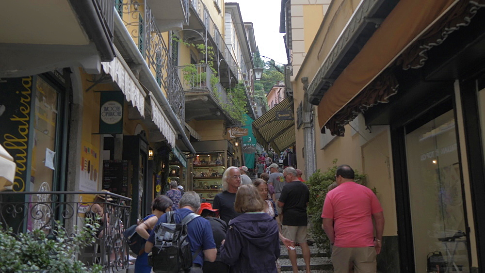 View of busy street in Bellagio, Lake Como, Lombardy, Italian Lakes, Italy, Europe