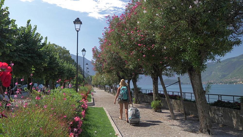 People walking along lakeside, Bellagio, Lake Como, Lombardy, Italian Lakes, Italy, Europe