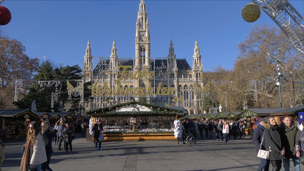 Rathaus and Christmas Market in Rathausplatz at Christmas, Vienna, Austria, Europe
