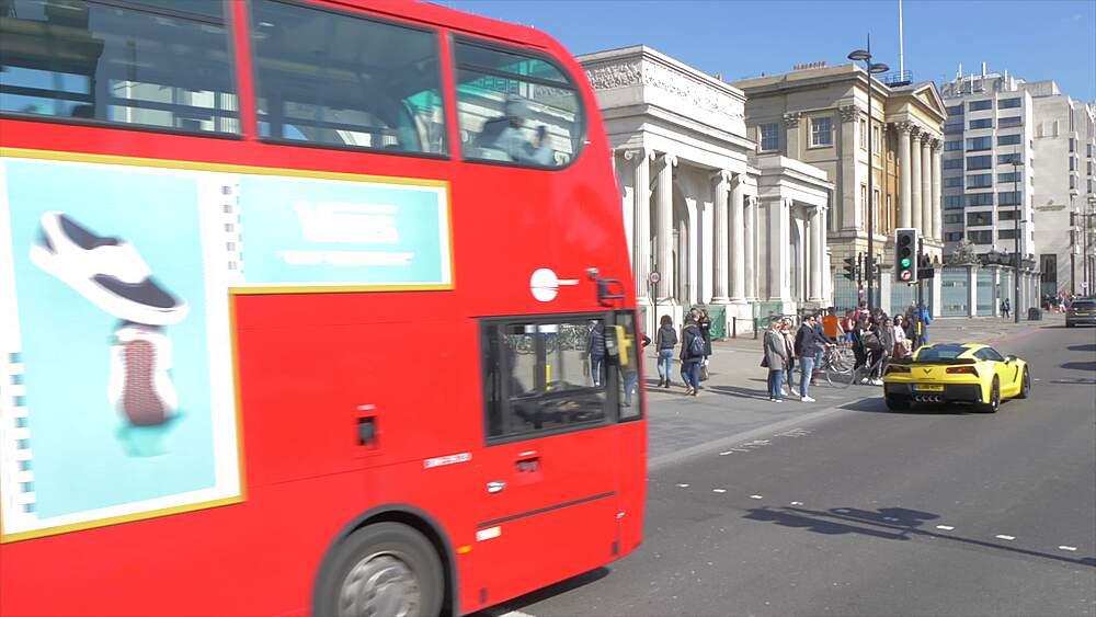 Traffic and entrance at Hyde Park Corner in springtime, London, England, United Kingdom, Europe