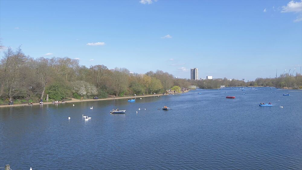 The Serpentine in Hyde Park in springtime, London, England, United Kingdom, Europe