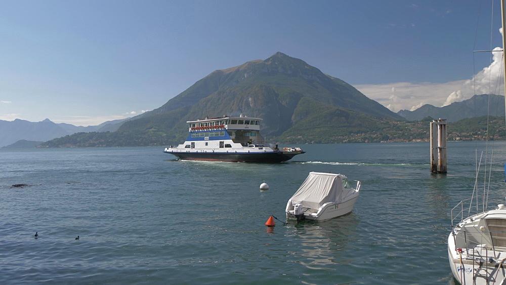 Ferry leaving lakeside town of Varenna, Varenna, Lake Como, Lombardy, Italian Lakes, Italy, Europe