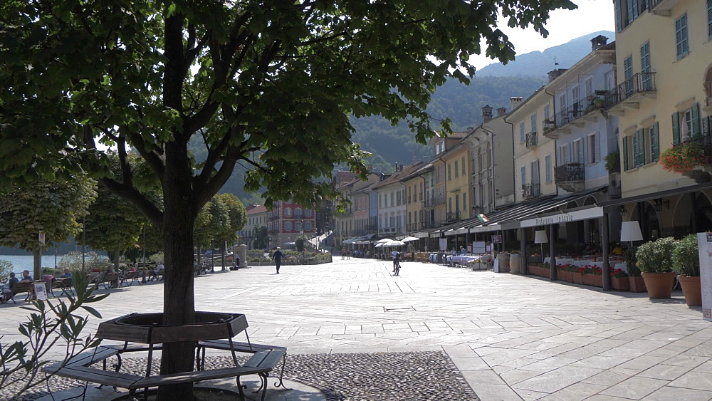 Lakeside walk and restaurants in Cannobio on Lake Maggiore, Lake Maggiore, Piedmont, Italian Lakes, Italy, Europe