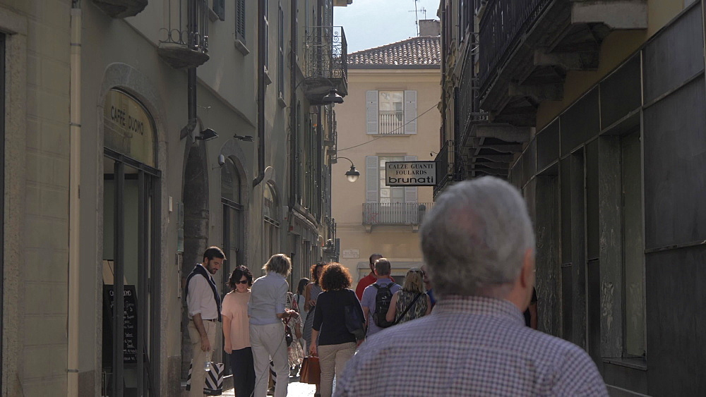 Still shot of people on busy street near Cathedral of Como, Como, Lake Como, Lombardy, Italian Lakes, Italy, Europe