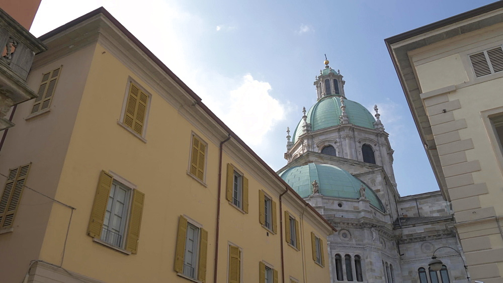 Architecture and Cathedral of Como from Piazza del Duomo, Como, Lake Como, Lombardy, Italian Lakes, Italy, Europe