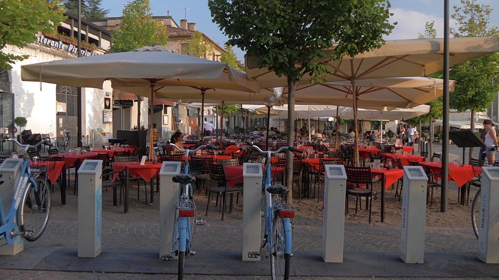 Cafe on lakeside walk in Como town, Como, Lake Como, Lombardy, Italian Lakes, Italy, Europe