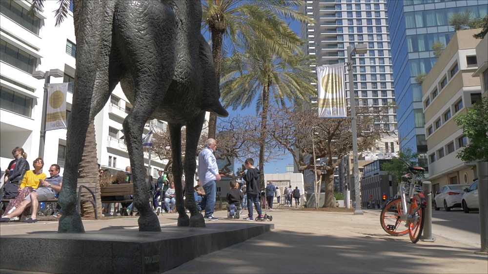 Statue, palm trees and walkway on Rothschild Boulevard, Tel Aviv, Israel, Middle East