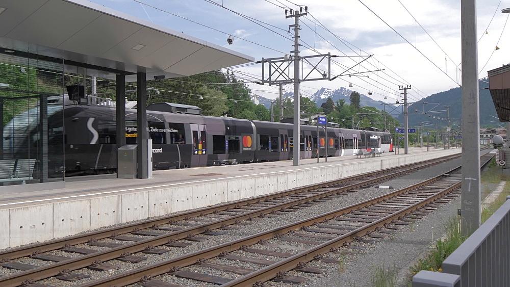 Train leaving Kitzbuhel station, Kitzbuhel, Tyrol, Austrian Alps, Austria, Europe