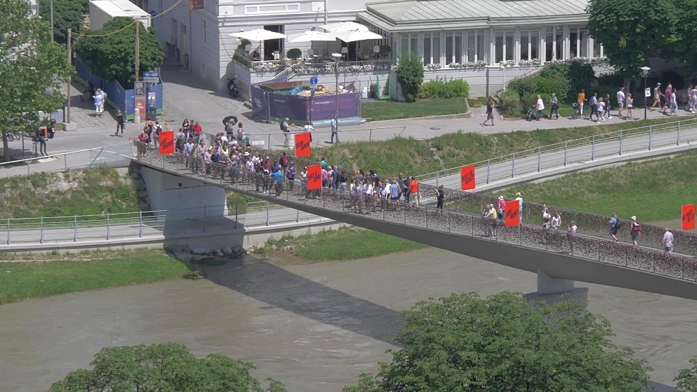 Footbridge over Salzach River from Museum der Moderne Monchsberg, UNESCO World Heritage Site, Salzburg, Austria, Europe