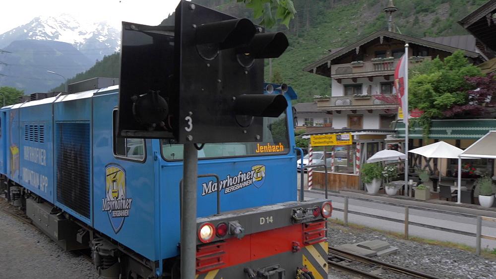 Train leaving Mayrhofen station, Mayrhofen, Tyrol, Austrian Alps, Austria, Europe