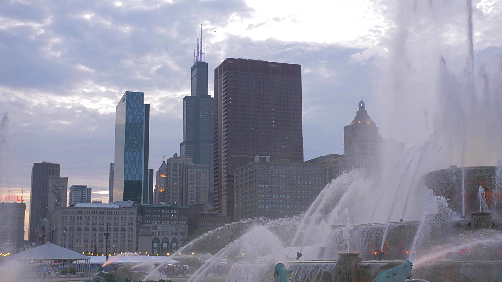 Tilt shot of Buckingham Fountain and city skyline at dusk, Grant Park, Chicago, United States of America, North America