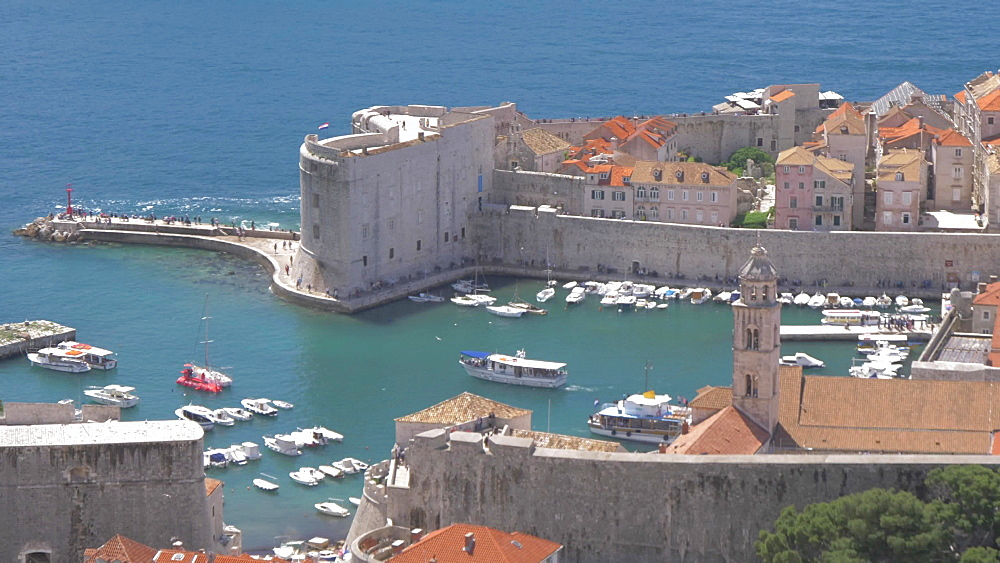 Boat leaving Dubrovnik Old Town Harbour from elevated position, UNESCO World Heritage Site, Dubrovnik, Dubrovnik Riviera, Croatia, Europe