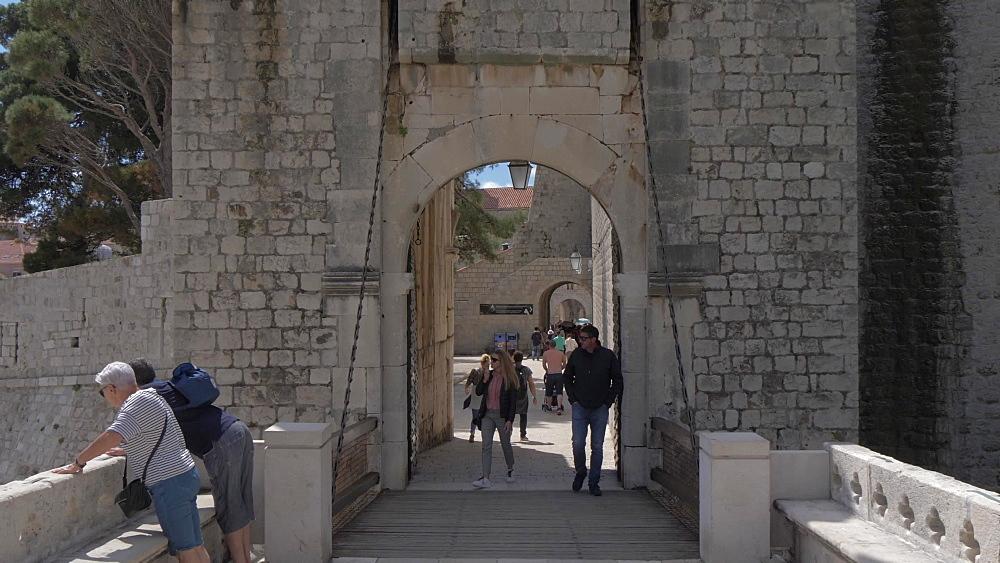 Shot through Vrata od Ploca (Ploce Gate), historic gate, Dubrovnik Old Town, UNESCO World Heritage Site, Dubrovnik, Dubrovnik Riviera, Croatia, Europe
