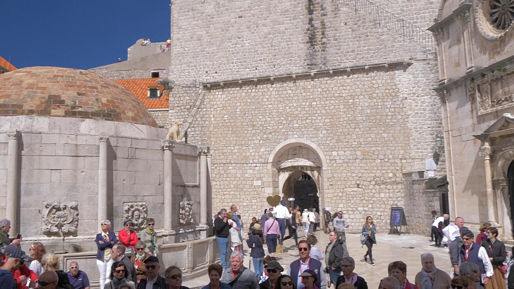 Jewish fountain on Stradun, Dubrovnik Old Town, UNESCO World Heritage Site, Dubrovnik, Dubrovnik Riviera, Croatia, Europe