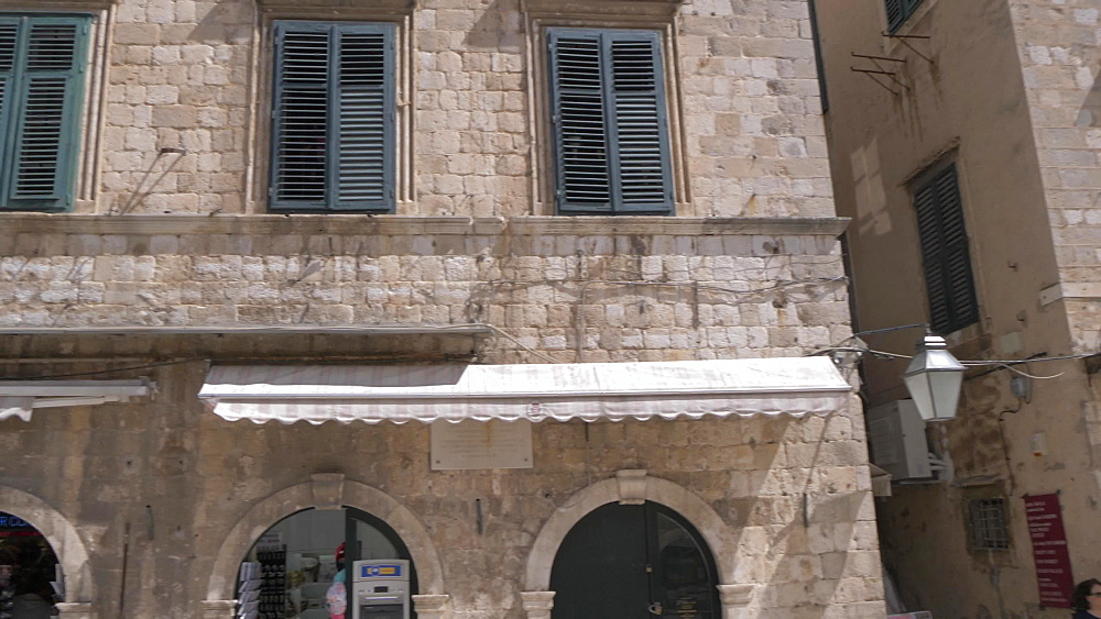 Street lamp and visitors on Stradun, Dubrovnik Old Town, UNESCO World Heritage Site, Dubrovnik, Dubrovnik Riviera, Croatia, Europe