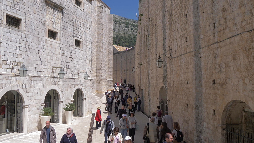 Tourists on Svetog Dominika, Dubrovnik Old Town, UNESCO World Heritage Site, Dubrovnik, Dubrovnik Riviera, Croatia, Europe