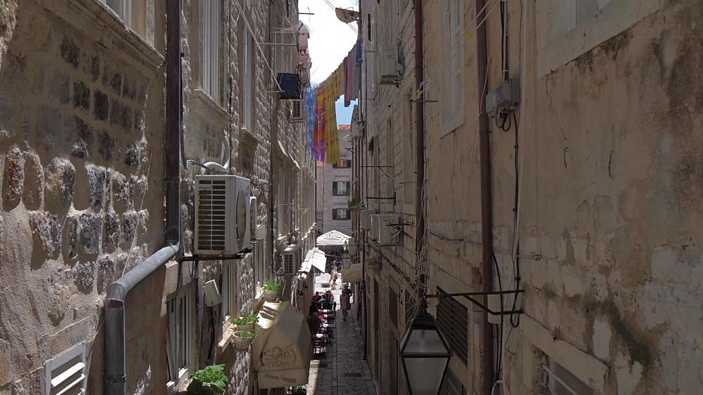 Narrow cobbled alleyway from Prijeko, Dubrovnik Old Town, UNESCO World Heritage Site, Dubrovnik, Dubrovnik Riviera, Croatia, Europe