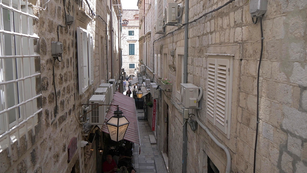 Narrow street on Prijeko, Dubrovnik Old Town, UNESCO World Heritage Site, Dubrovnik, Dubrovnik Riviera, Croatia, Europe
