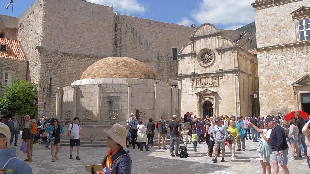 Jewish fountain and St. Saviour Church on Stradun, Dubrovnik Old Town, UNESCO World Heritage Site, Dubrovnik, Dubrovnik Riviera, Croatia, Europe