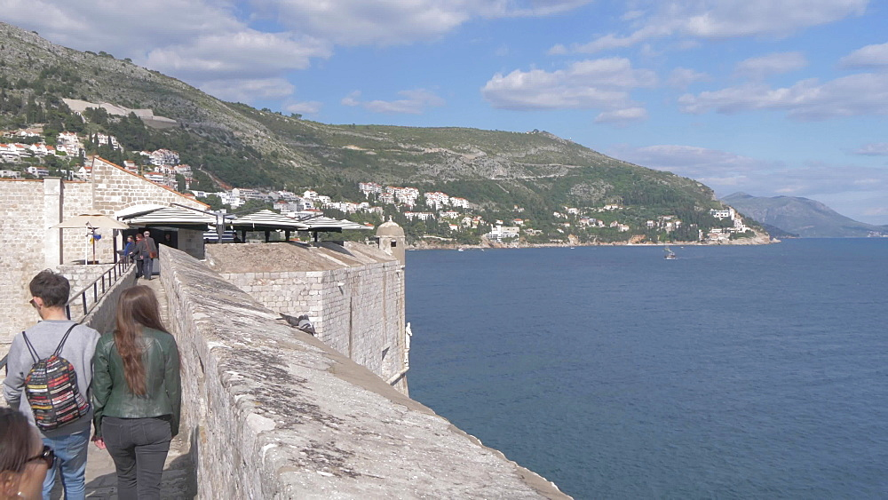 Shot of city wall, old town and Adriatic Sea, Dubrovnik Old Town, UNESCO World Heritage Site, Dubrovnik, Dubrovnik Riviera, Croatia, Europe