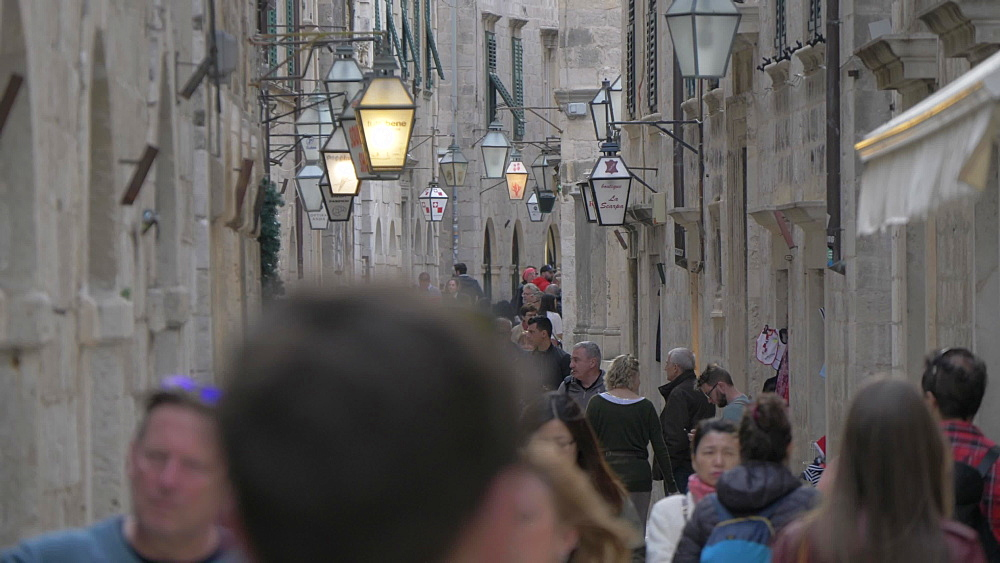 Narrow street in old town, Dubrovnik Old Town, UNESCO World Heritage Site, Dubrovnik, Dubrovnik Riviera, Croatia, Europe
