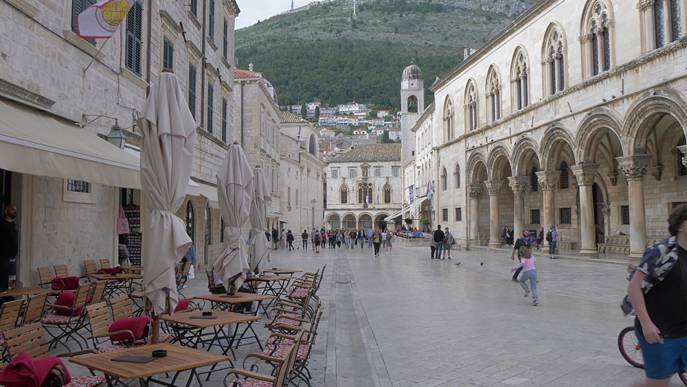 Cafes and people on Stradun, Old Town Market, Dubrovnik Old Town,, UNESCO World Heritage Site, Dubrovnik, Dubrovnik Riviera, Croatia, Europe