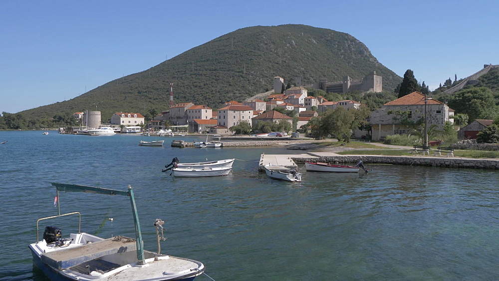 Harbour, boats and fortress at Mali Ston, Dubrovnik-Neretva, Croatia, Europe