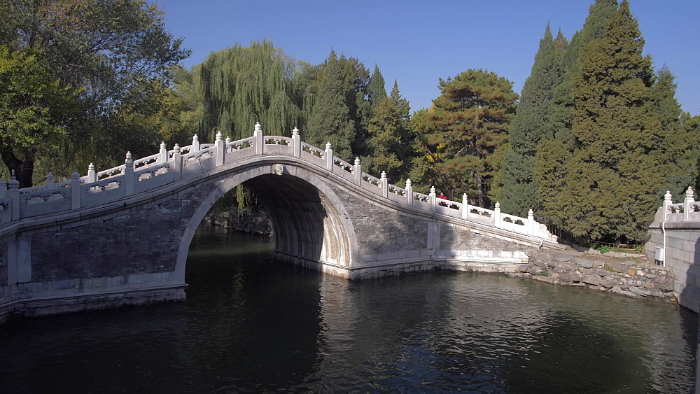 Traditional bridge on Kunming Lake, The Summer Palace, UNESCO World Heritage Site, Beijing, People's Republic of China, Asia