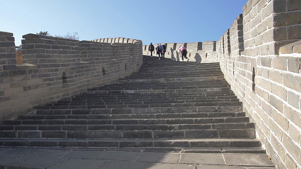 People and Great Wall of China at Huanghua Cheng (Yellow Flower), UNESCO World Heritage Site, Xishulyu, Jiuduhe Zhen, Huairou, People's Republic of China, Asia