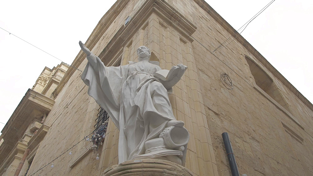 Symbolic statue on corner of Merchant Street, Valletta, Malta, Mediterranean, Europe