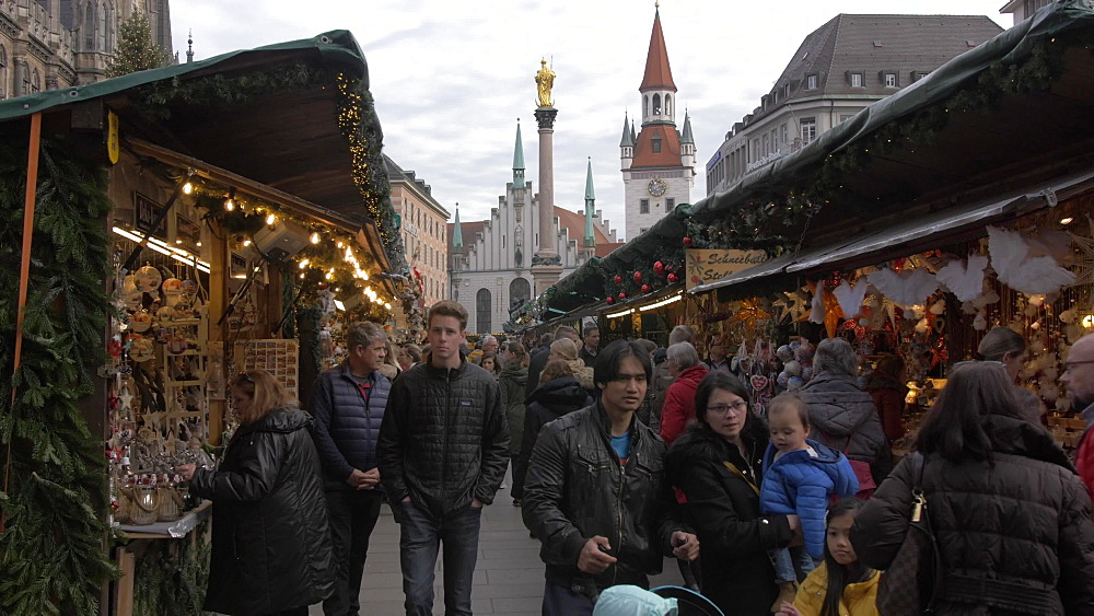 Christmas Market and Old Town Hall in Marienplatz, Munich, Bavaria, Germany, Europe