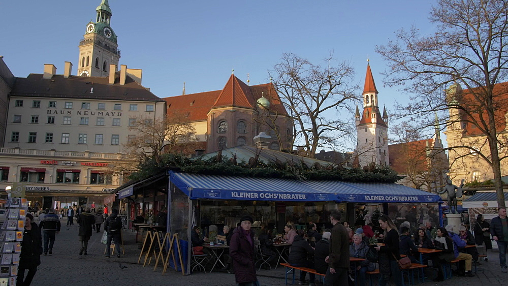 Viktualienmakt and Old Town Hall at Christmas, Munich, Bavaria, Germany, Europe