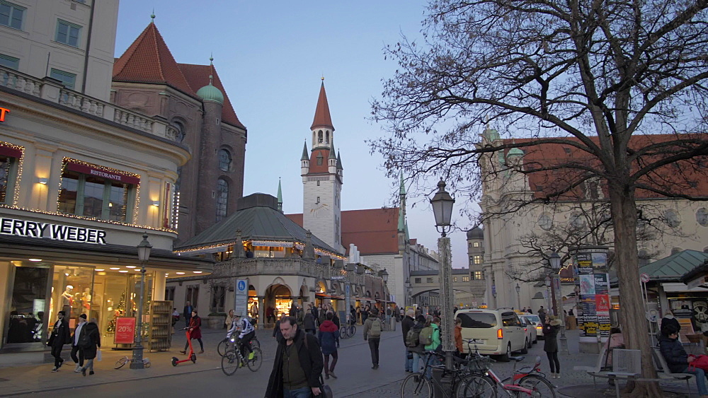 Pan shot of Viktualienmakt and Heiliggeistkirche to the Old Town Hall in winter, Munich, Bavaria, Germany, Europe