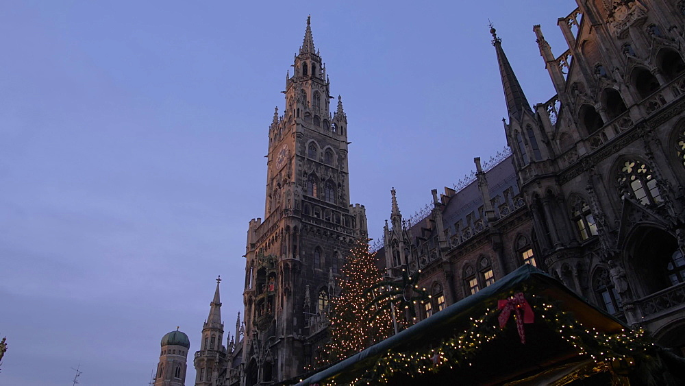 Christmas Market and New Town Hall in Marienplatz at dusk, Munich, Bavaria, Germany, Europe