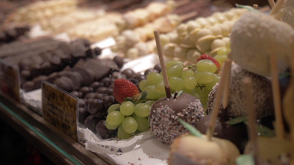 Chocolate covered fruit on Christmas Market in Marienplatz at Christmas, Munich, Bavaria, Germany, Europe